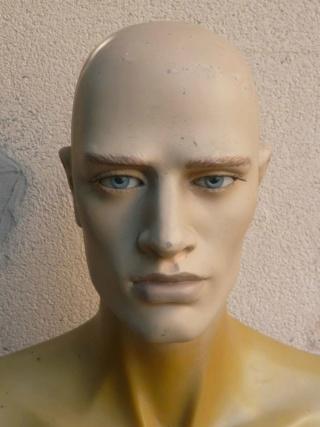 Peinture tête de mannequin 115
