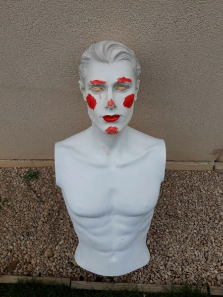 peinture d'un mannequin blanc 148