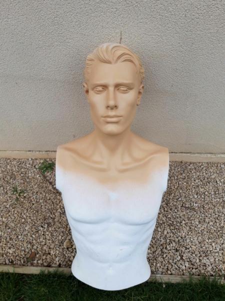 peinture d'un mannequin blanc 240