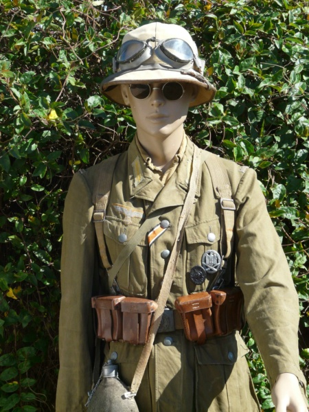 Soldat Afrikakorps devant El Alamein  260