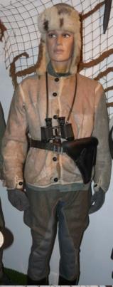 Officier WH en veste peau de lapin Man11