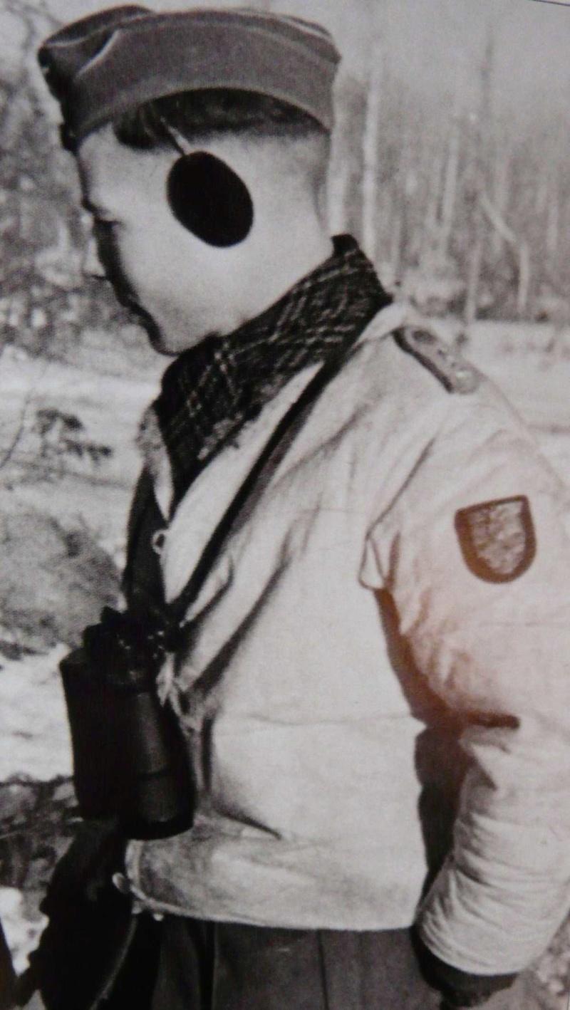 Officier WH en veste peau de lapin Nb211