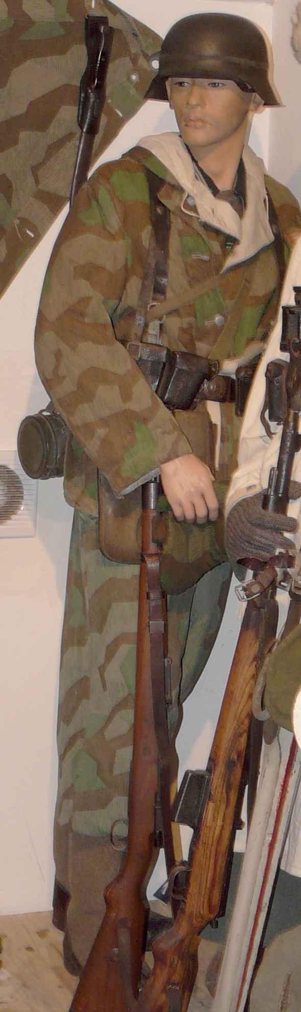 Soldat de la WH en tenue camo éclat Tout26