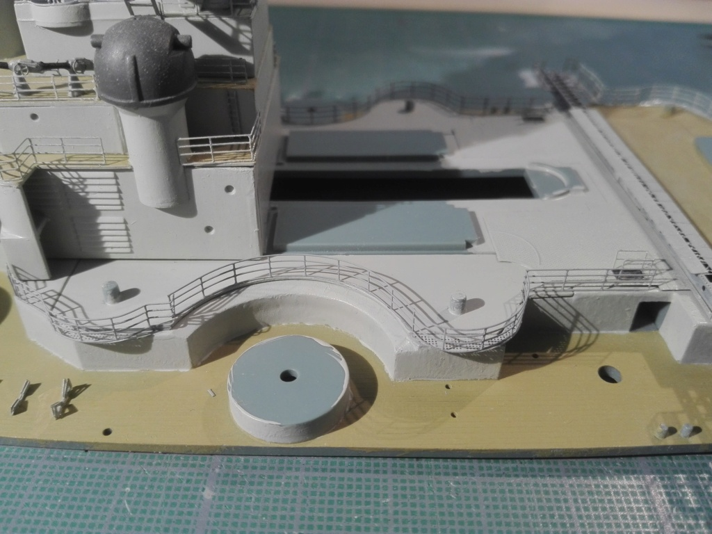 Bismarck par HellCat76 1/350 Academy, kit eduard - Page 9 Img_2032