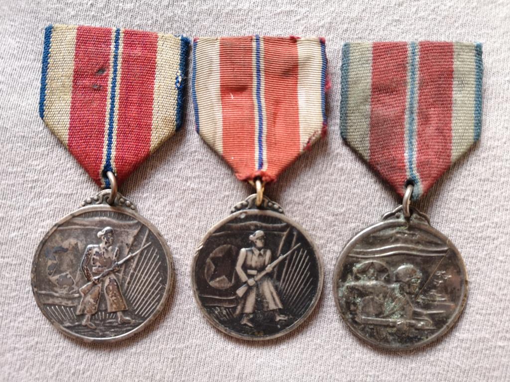 Ordres et médailles Corée du Nord Img_2041