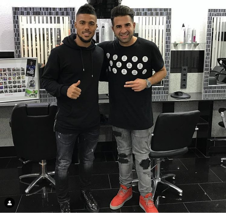 ¿Cuánto mide el peluquero Mustafasi? Aaa21