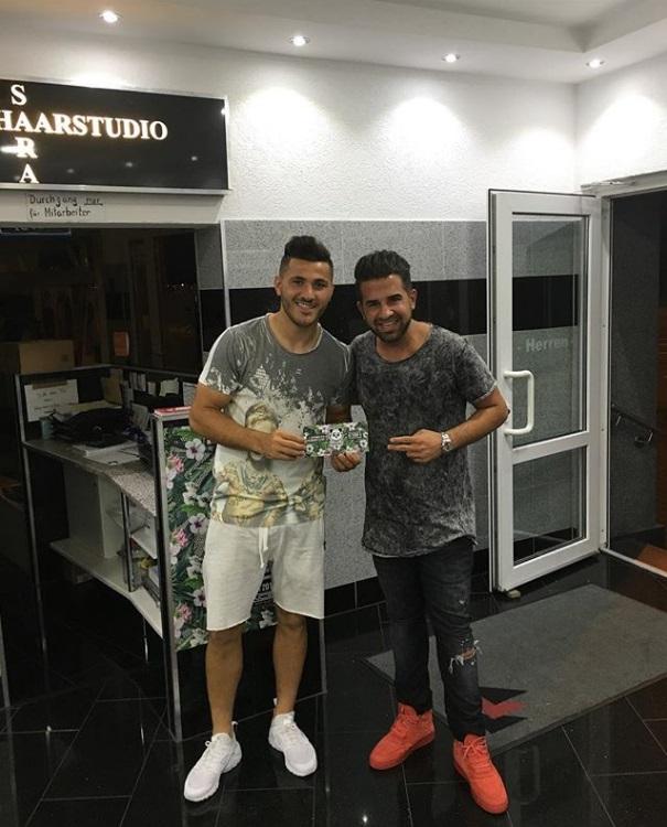 ¿Cuánto mide el peluquero Mustafasi? Aaa22