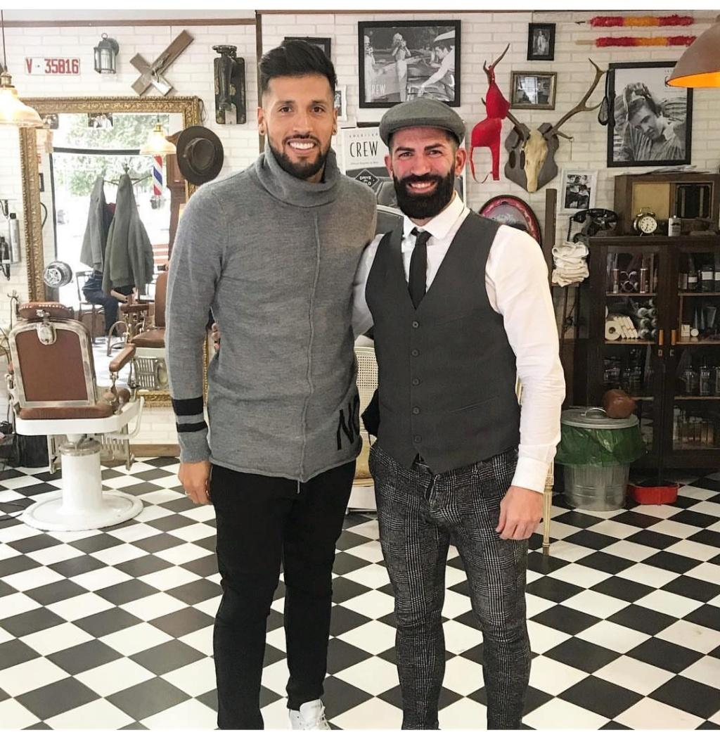 ¿Cuánto mide el peluquero Barbería Los Honorables? Img_2014