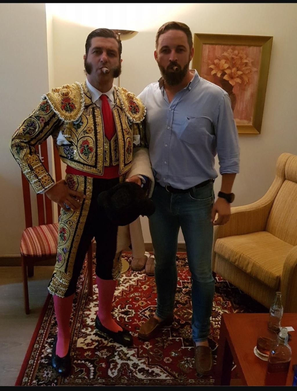 ¿Cuánto mide Santiago Abascal? - Estatura real: 1,80 - Página 8 Img_2128