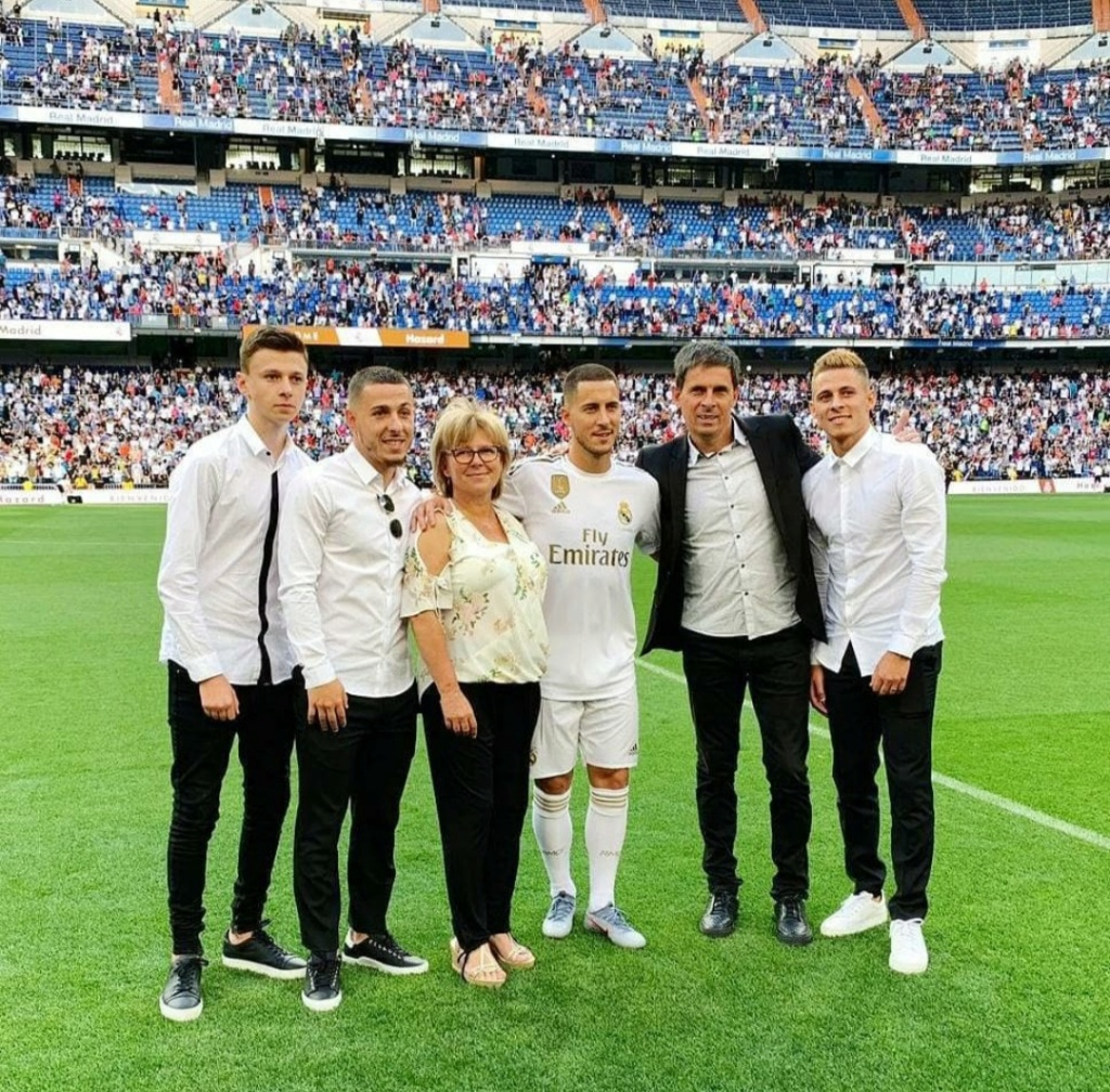 ¿Cuánto mide Thorgan Hazard? - Real height Img_2388