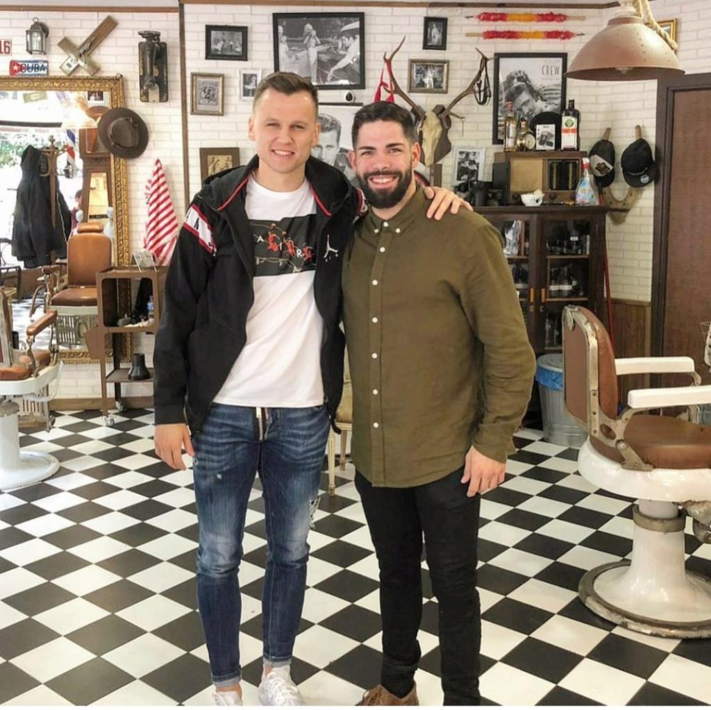 ¿Cuánto mide el peluquero Barbería Los Honorables? Img_2468