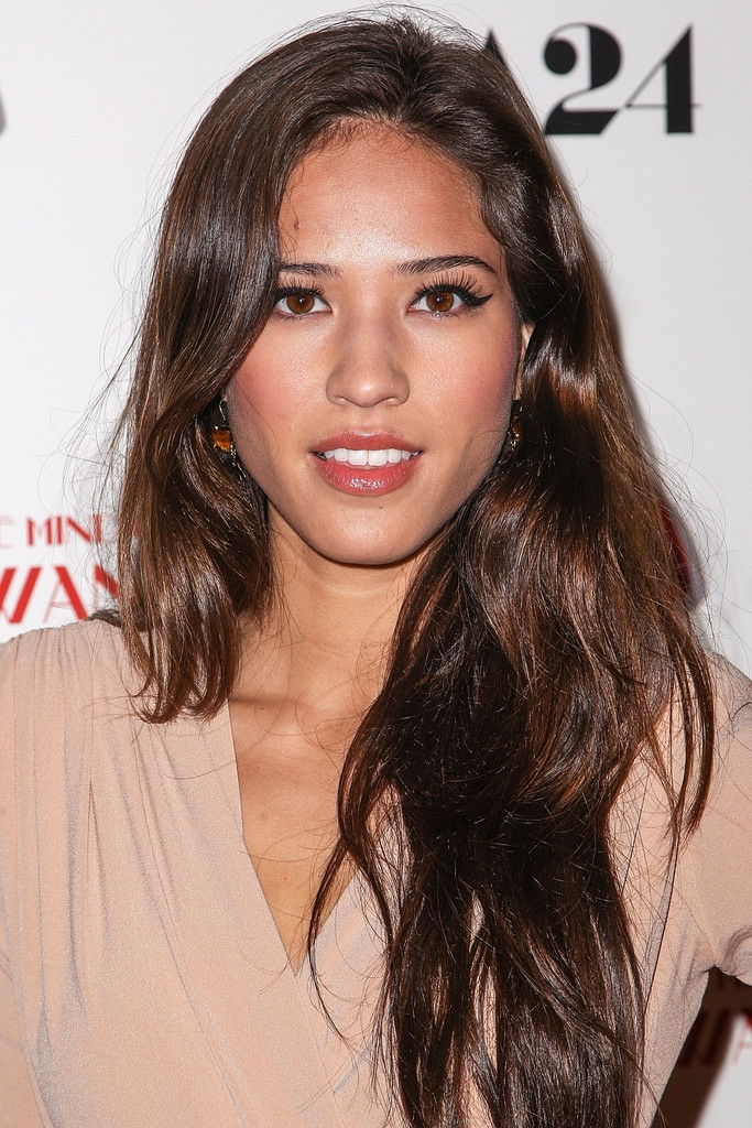 ¿Cuánto mide Kelsey Asbille Chow? - Real height Save_241