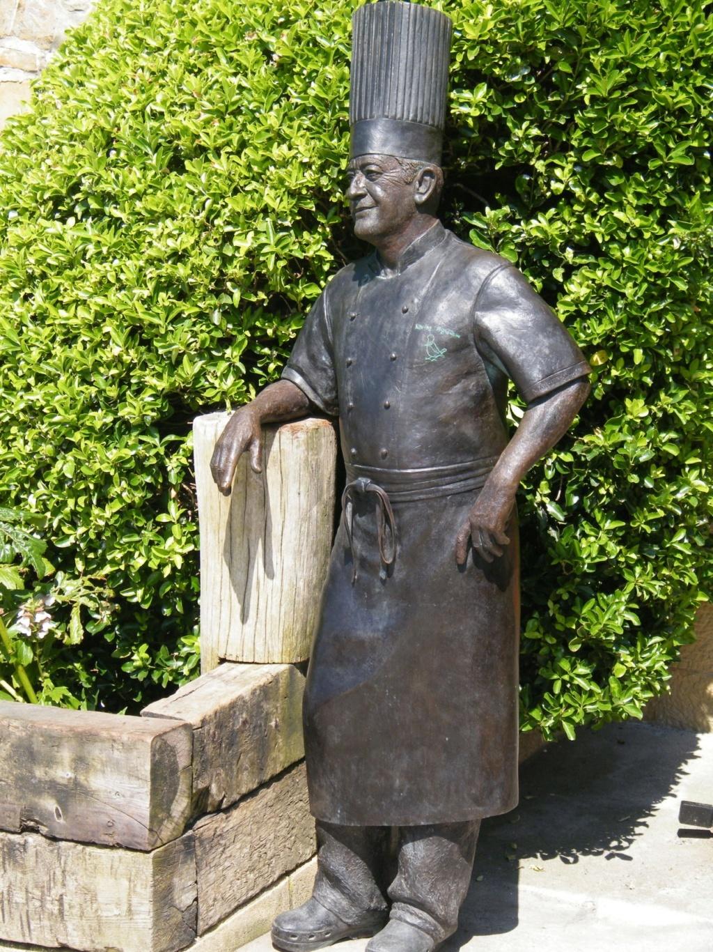 ¿Cuánto mide la escultura de Karlos Arguiñano? (Estatua) Save_243