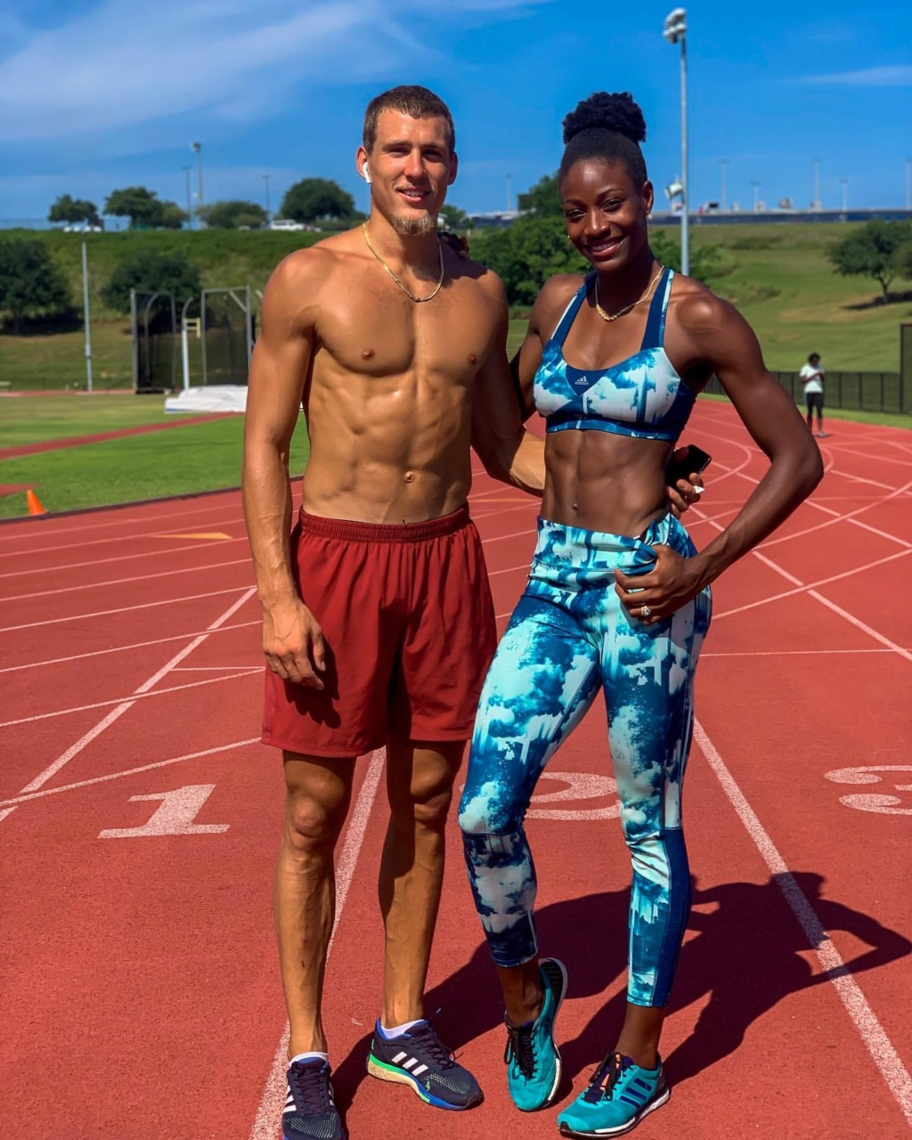 ¿Cuánto mide Shaunae Miller-Uibo? - Real height Save_246