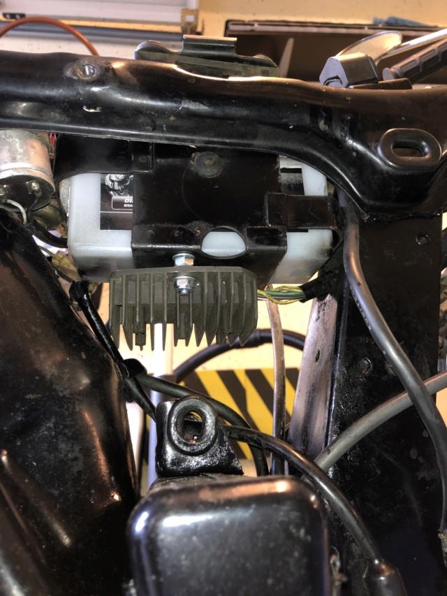 Montage d'un régulateur 6 volts sur nos CB125K - Page 4 Img_2811