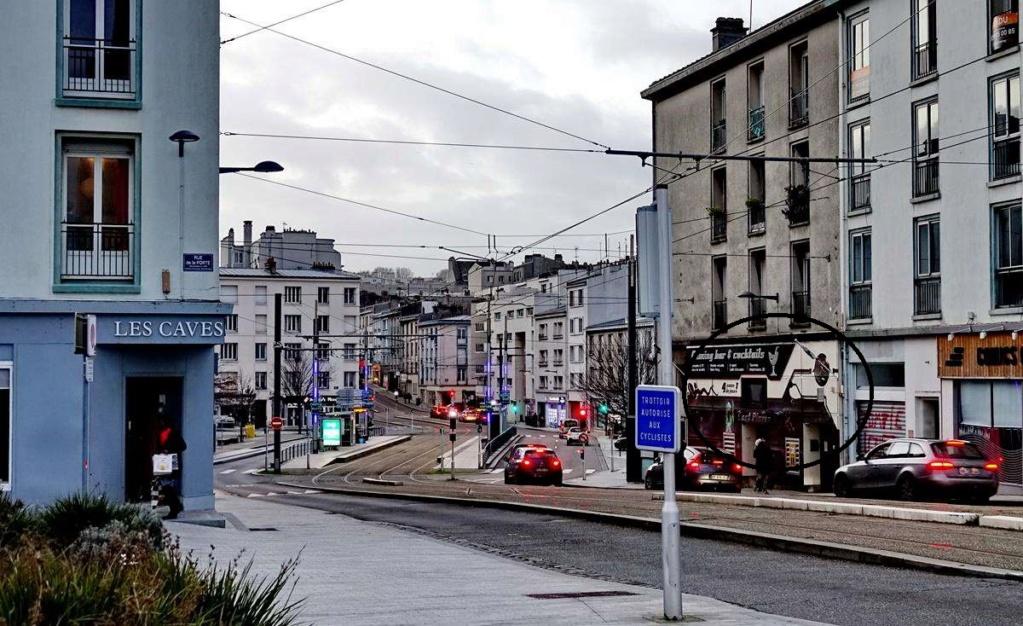 [Vie des ports] BREST Ports et rade - Volume 001 - Page 7 Brest210