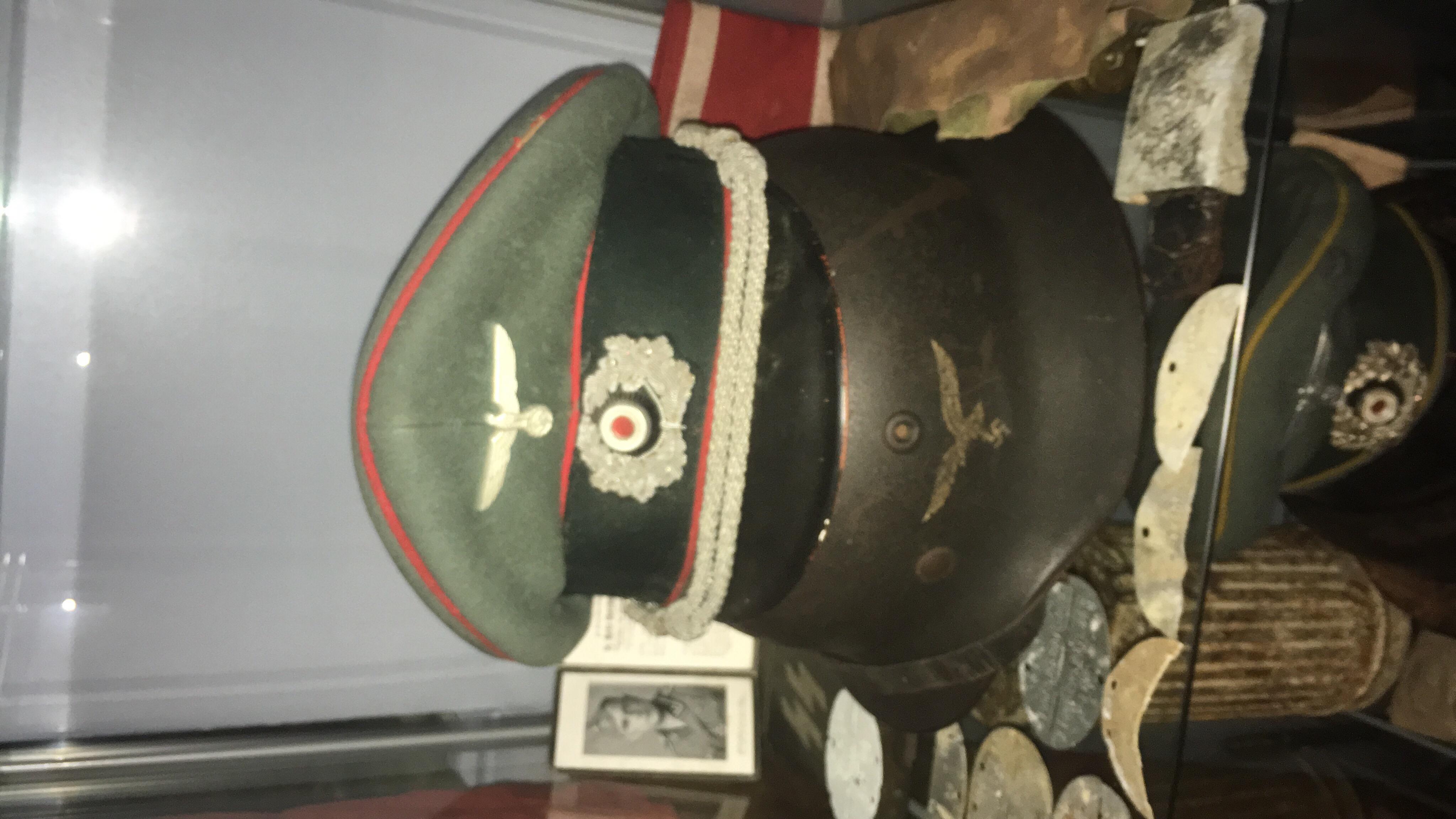 Pour les amateurs de casques et schirmmütze  88ba0410