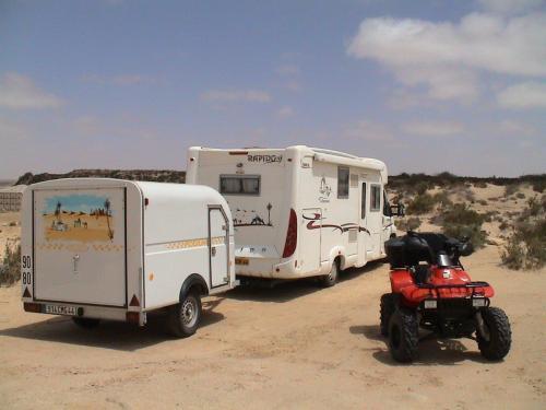 [Maroc/Commerces]  Peinture de motif sur camping car  Quad10