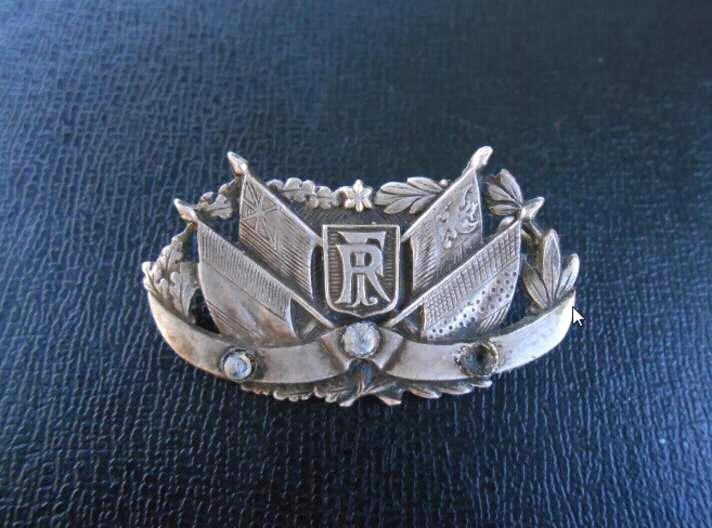 Broche / decoration militaire? Badge110