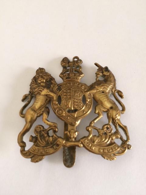 Insigne de beret britannique Dieu et mon droit Img_3310
