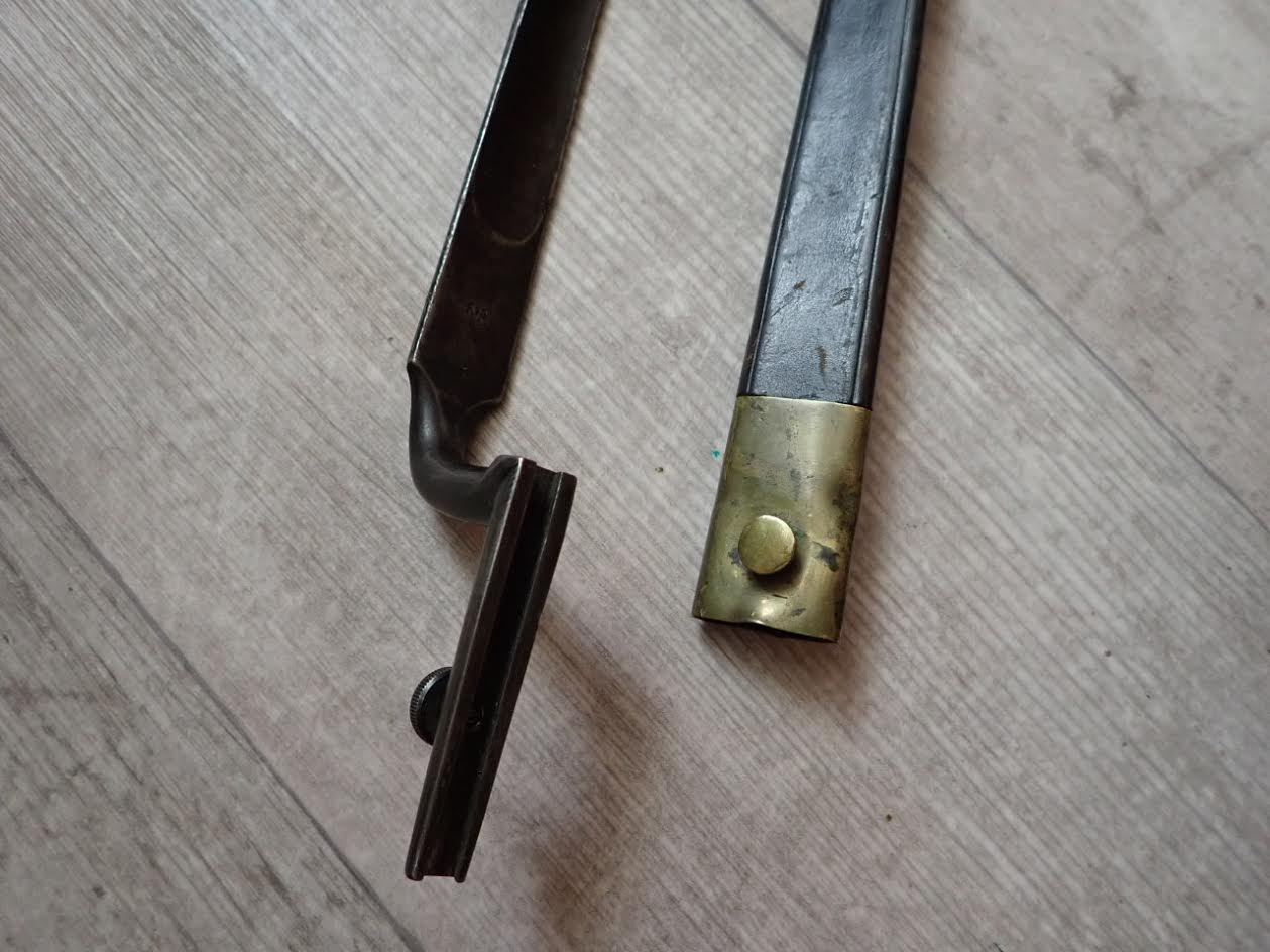 Baïonnette Suisse à fixation par bouton moleté : Variante pour Milbank 1851 ??????? Unname12