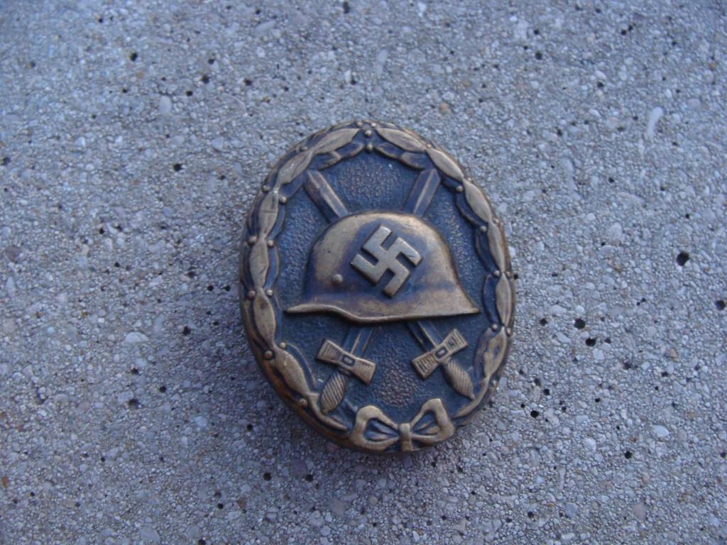 Identification insigne blessé noir  Dsc08211
