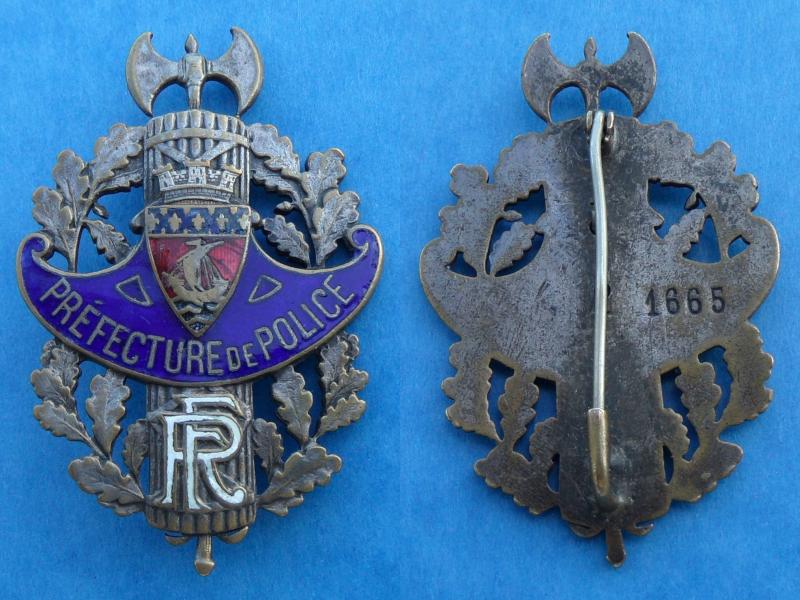 Quelques objets anciens de la police. Patate10