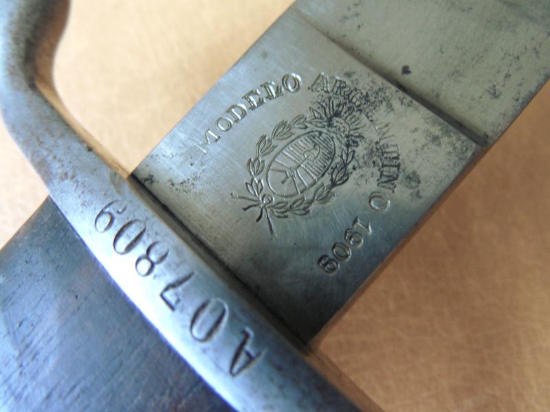 Le bolo règlementaire argentin modèle 1909. Sam_0445