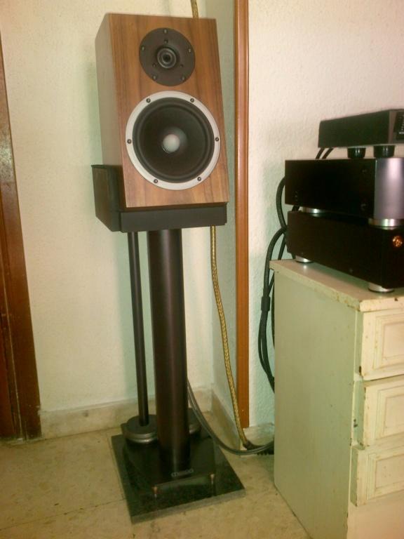 Sujetar altavoces monitor a la plataforma de apoyo del pie Img-2011