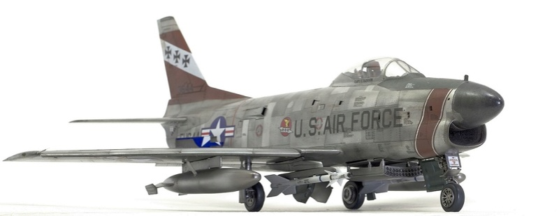 F-86 Sabre Dog. Kittyhawk 1/32. 1-111