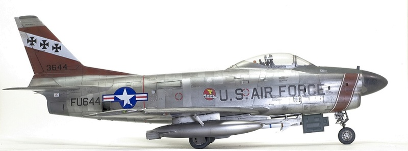 F-86 Sabre Dog. Kittyhawk 1/32. 11-111