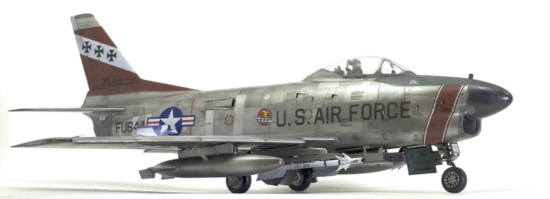 F-86 Sabre Dog. Kittyhawk 1/32. 12-111