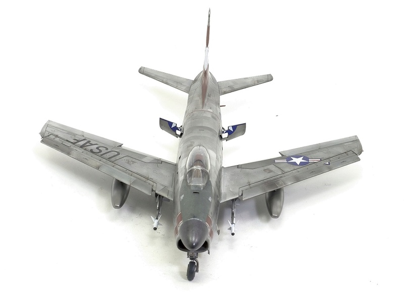 F-86 Sabre Dog. Kittyhawk 1/32. 15-111
