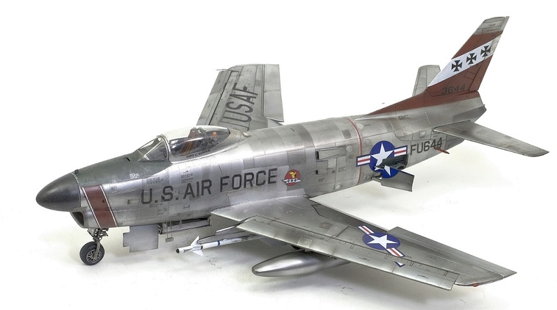 F-86 Sabre Dog. Kittyhawk 1/32. 17-111