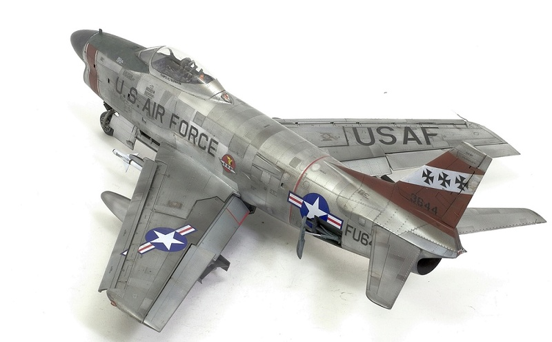 F-86 Sabre Dog. Kittyhawk 1/32. 18-111