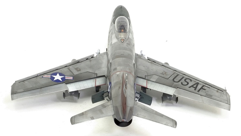 F-86 Sabre Dog. Kittyhawk 1/32. 19-111