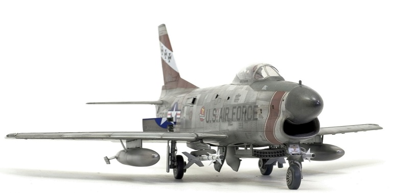 F-86 Sabre Dog. Kittyhawk 1/32. 2-111
