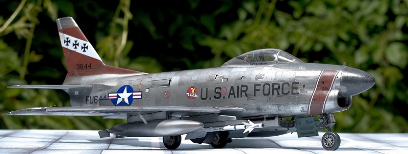 F-86 Sabre Dog. Kittyhawk 1/32. 24-211
