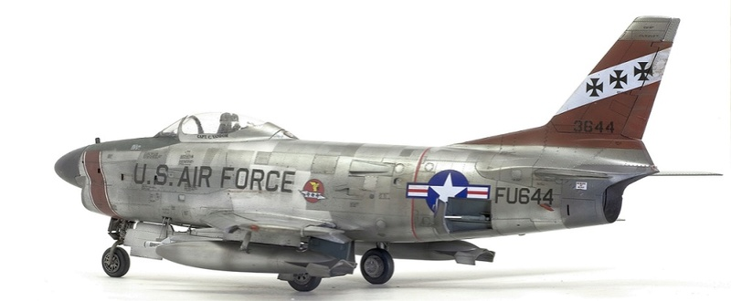 F-86 Sabre Dog. Kittyhawk 1/32. 7-111