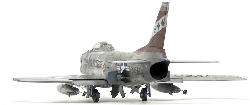 F-86 Sabre Dog. Kittyhawk 1/32. 8-111