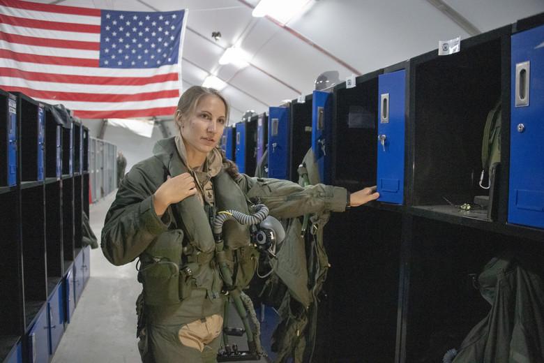 تعرف على اول طياره ( انثى ) من قوات الاحتياط الامريكيه لمقاتله F-35  05062012