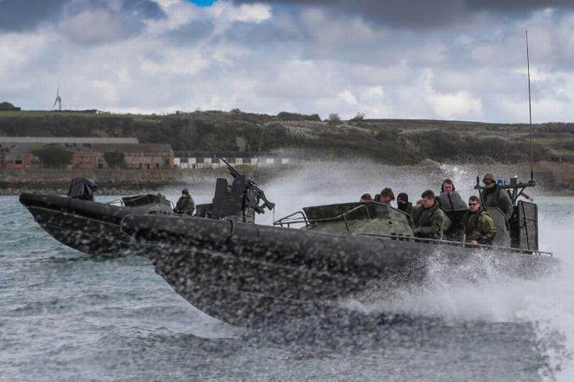 تعرف على قوة القوارب الخاصة البريطانية SBS 0_pemb10