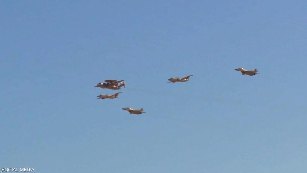 القوات الجوية المصرية تعيد تمركز طائراتها في مختلف القواعد 1-131212