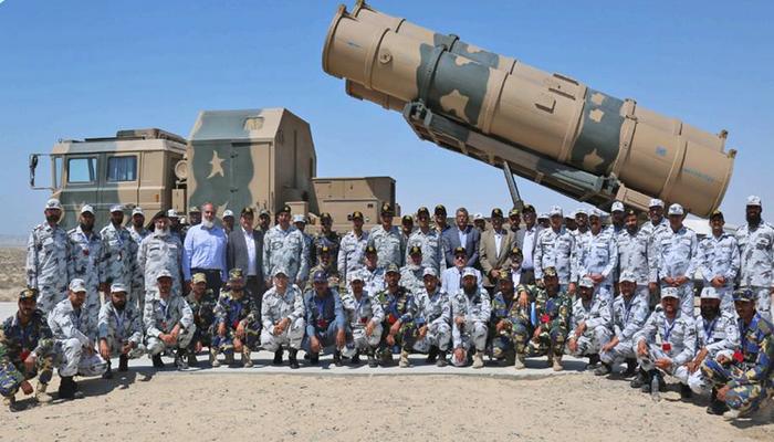 """البحرية الباكستانية تختبر بنجاح إطلاق صاروخ الدفاع الساحلي Zarb""""- ضرب"""" المضاد للسفن. 10196610"""