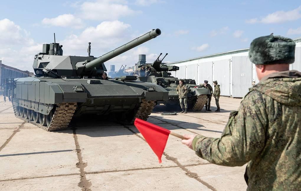 الجيش الروسي سيتسلم اول مجموعه تجريبيه من دبابات T-14 Armata قريبا  12378010