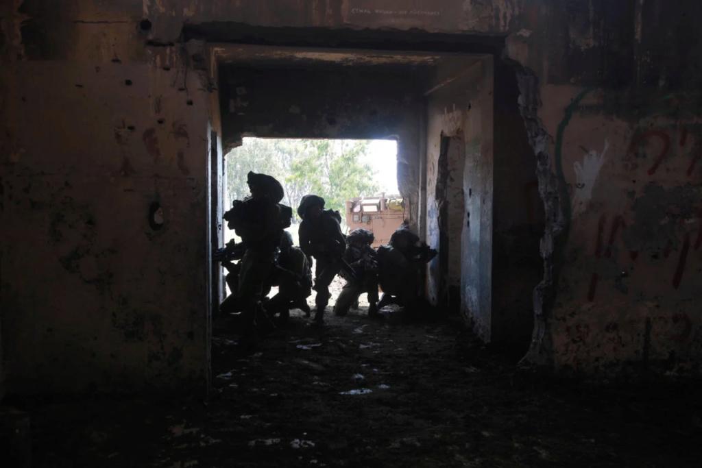 بحث استقصائي لصحيفة هأرتس : قوات النخبة الإسرائيلية ذهبت في عملية  داخل سوريا و كانت النتيجة مميتة 12541510