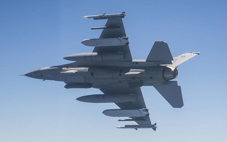 المسابقه الرمضانيه : المقاتله الامريكيه  F-16 Fighting Falcon  20042710