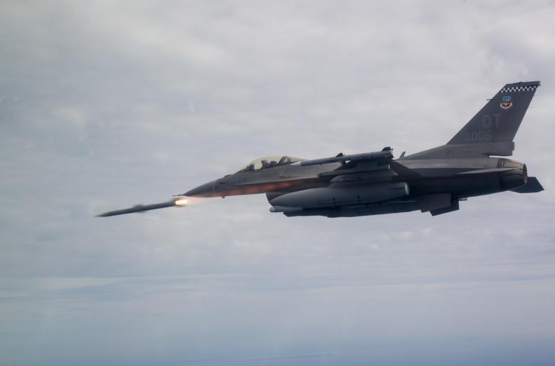 المسابقه الرمضانيه : المقاتله الامريكيه  F-16 Fighting Falcon  20042711