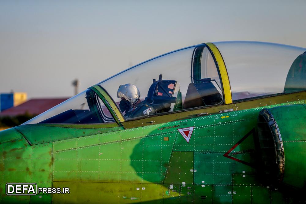 ايران تكشف عن طائره جديده تسمى ( ياسين ) 33186910