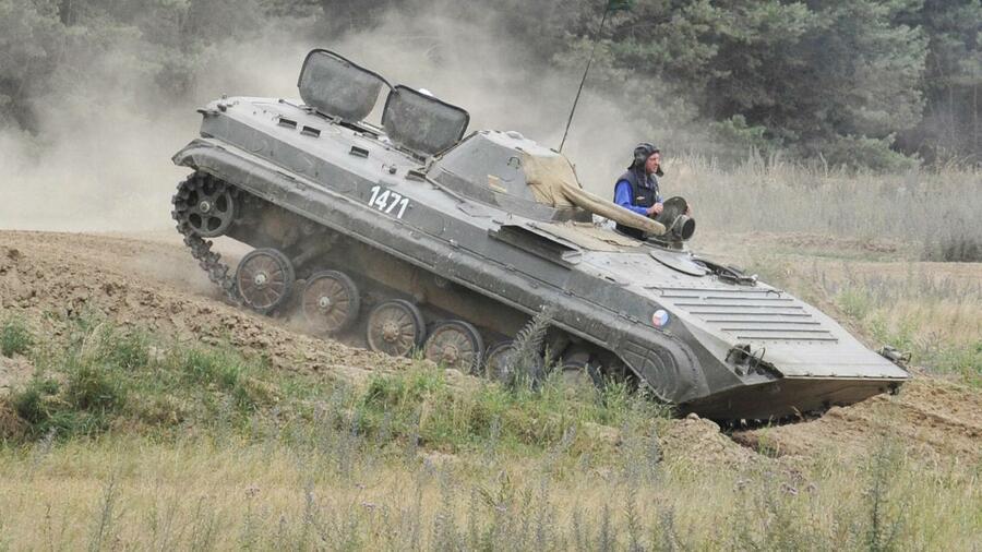 اليونان تهدي 92 مدرعة  BMP-1 للجيش المصري 4-form10